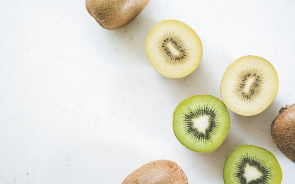 2. Which Is Better, Green Or Gold Kiwi?